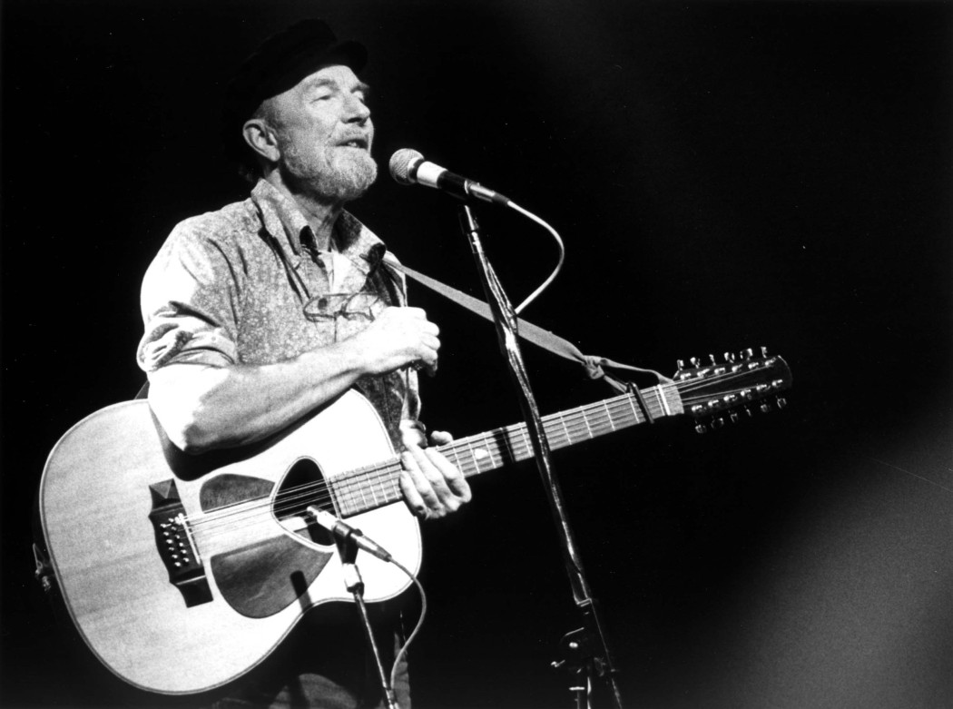http://thebluesmobile.com/wp-content/uploads/2014/01/Pete_Seeger_1986-1050x781.jpg