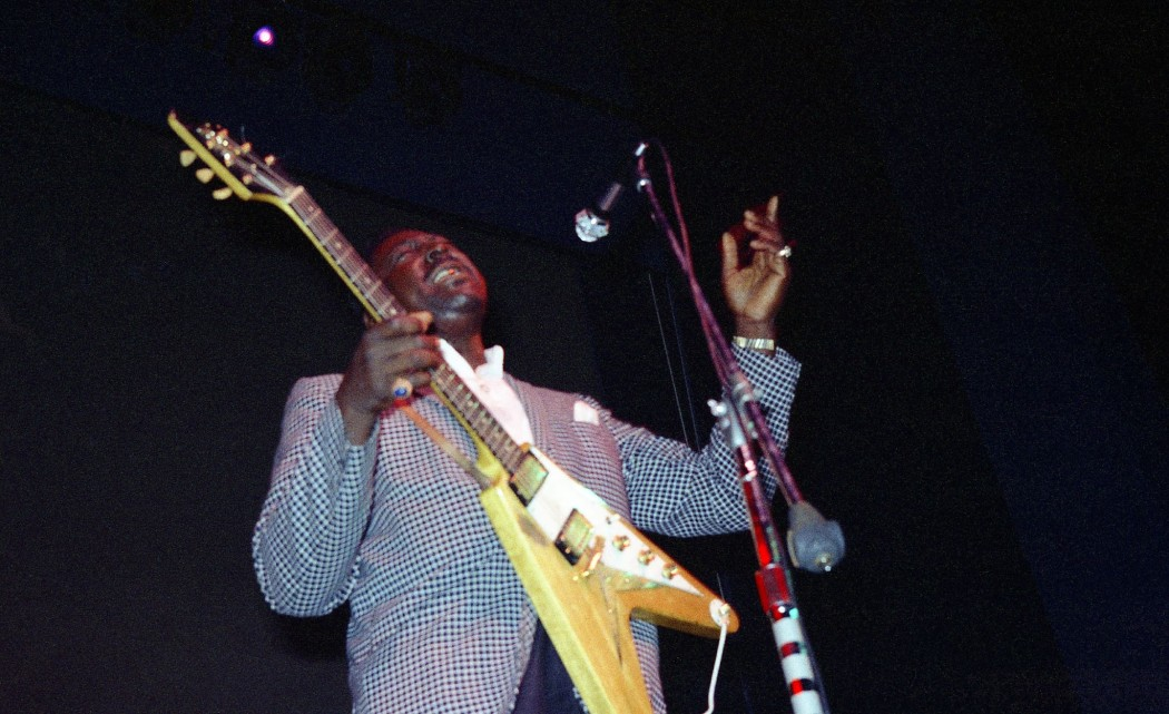 http://thebluesmobile.com/wp-content/uploads/2014/02/Albert_King_1968-1050x641.jpg