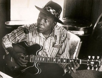 John Lee Hooker Performs a House Of Blues Jingle for Elwood