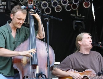 """The Wood Brothers, Chris and Oliver Perform """"One More Day"""""""