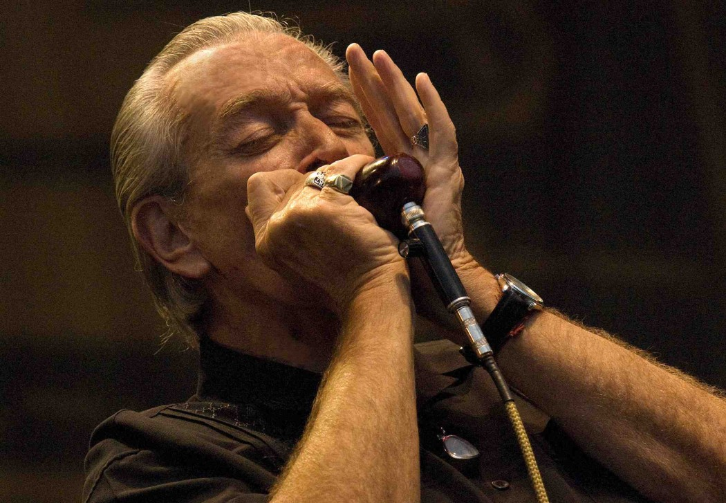 http://thebluesmobile.com/wp-content/uploads/2015/08/charlie_musselwhite_by_kenji_oda_low_res-1050x727.jpg