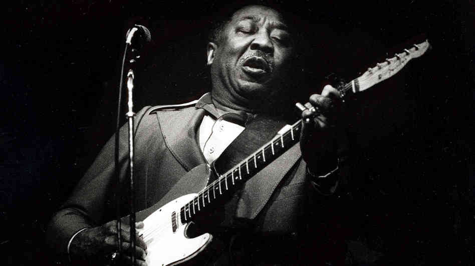 http://thebluesmobile.com/wp-content/uploads/2015/09/Muddy-Waters.jpg