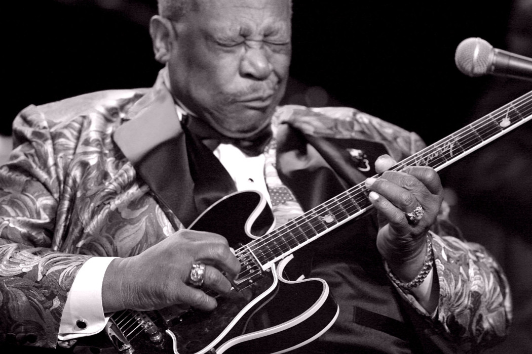 http://thebluesmobile.com/wp-content/uploads/2015/09/bb-king-1050x700.jpg
