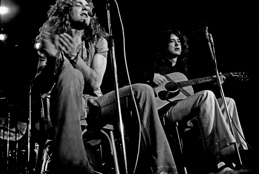 http://thebluesmobile.com/wp-content/uploads/2015/11/Led_Zeppelin_acoustic_1973-1050x704.jpg